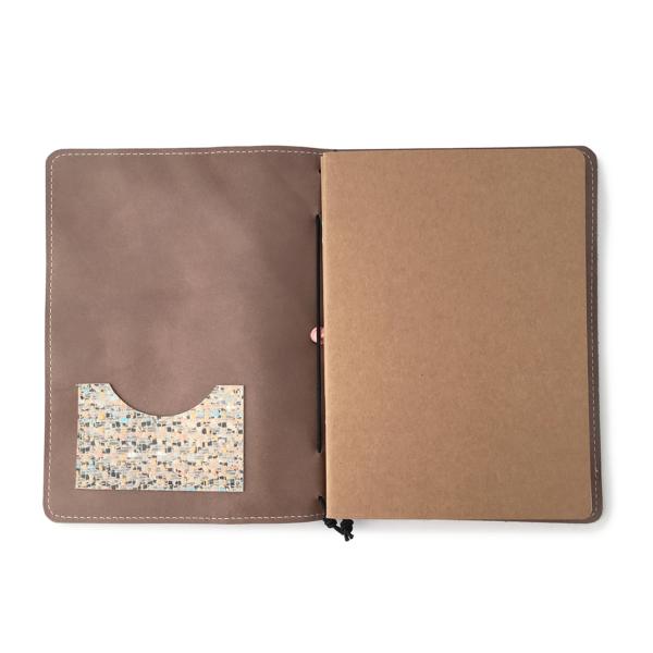 Handgemaakt hervulbaar taupe leren journal A5 formaat met elastiek en mozaiekprint