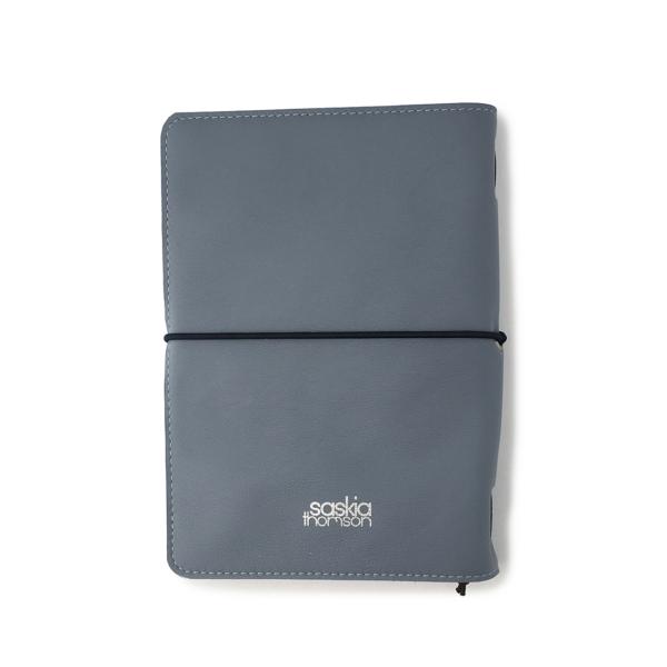 Handgemaakt hervulbaar lichtblauw leren journal A5 formaat met elastiek en polkadots