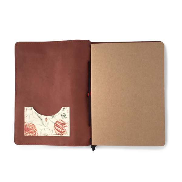 Handgemaakt hervulbaar bruin leren journal A5 formaat met elastiek en bloemenprint